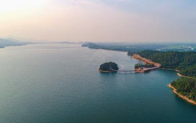 Ráng chiều trên hồ Kẻ Gỗ