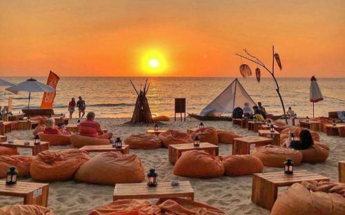 Ngắm hoàng hôn Phú Quốc tuyệt đẹp từ view beach bar độc đáo