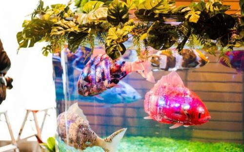 Cá robot bơi lội trong khách sạn người máy ở Nhật