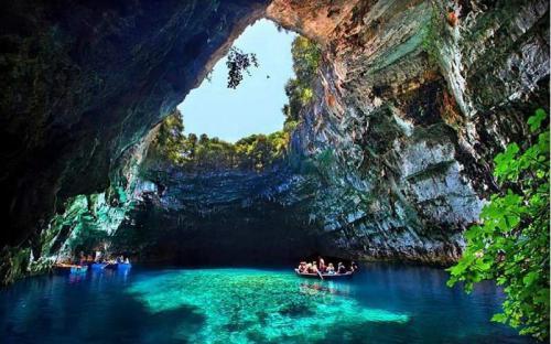Vẻ đẹp ảo diệu, siêu thực của hồ Melissani, Hy Lạp