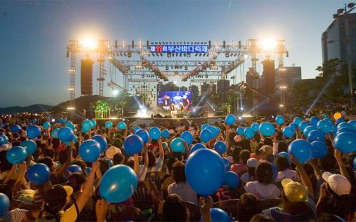 Tháng 8, hòa trong không khí các lễ hội ở Hàn Quốc