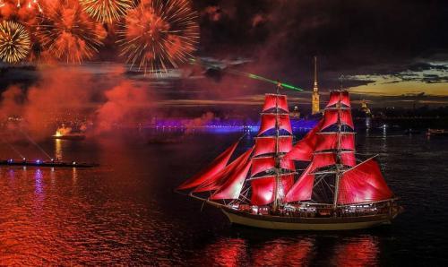 Lễ hội cánh buồm đỏ thắm và kỳ ảo đêm trắng nước Nga
