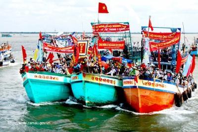 Tưng bừng lễ hội Nghinh Ông tỉnh Tiền Giang
