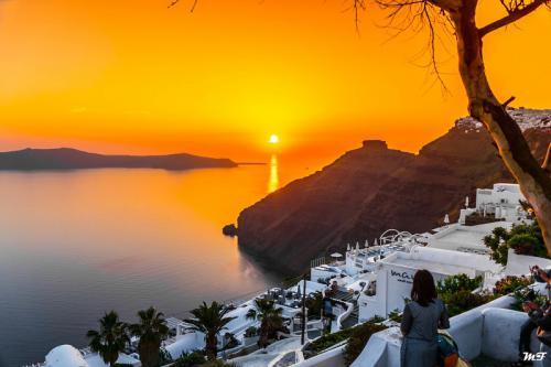 """Cùng ngắm """"hoàng hôn ngàn vàng"""" tại Santorini"""