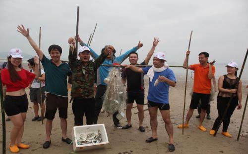 Một ngày làm ngư dân trên đảo Quan Lạn