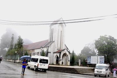 Nhà thờ cổ giữa phố núi Sapa