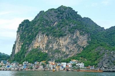 Di tích Núi Bài Thơ Quảng Ninh