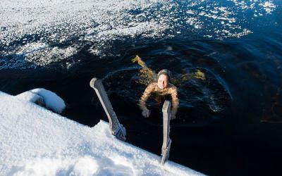 Đến Phần Lan trải nghiệm tắm sông băng cực thú vị