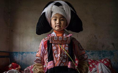Tập tục kì lạ của người miêu sừng dài tại Quý Châu, Trung Quốc