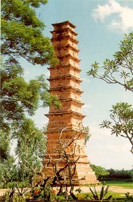 Tháp Bình Sơn - Tuyệt tác bằng đất nung