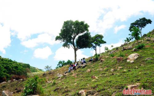Lạc bước tại đỉnh Núi Chúa - Vĩnh Hy khô cằn chẳng kém Châu Phi
