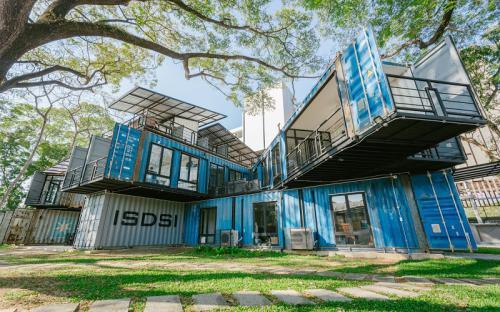 Độc đáo ngôi trường đại học xây bằng thùng containers đẹp hết nấc ở Chiang Mai