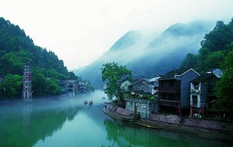 http://www.dulichvietnam.com.vn/data/News/tour-truong-gia-gioi-phuong-hoang-co-tran-gia-re.jpg