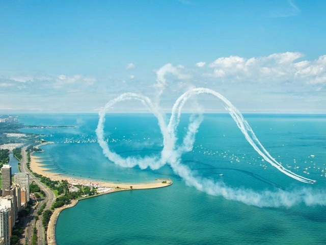 Một buổi biểu diễn máy bay phản lực trên Hồ Michigan