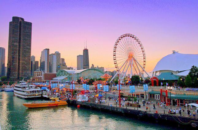 Bến tàu bên bờ hồ ở Chicago, Mỹ