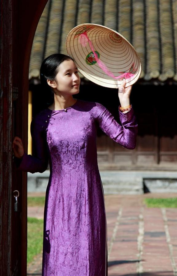 http://www.dulichvietnam.com.vn/data/Non%20la%20Hue11.jpg