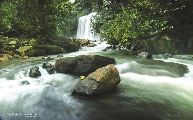 Vực Đá Nhà, xã Sơn Long, huyện Sơn Hòa