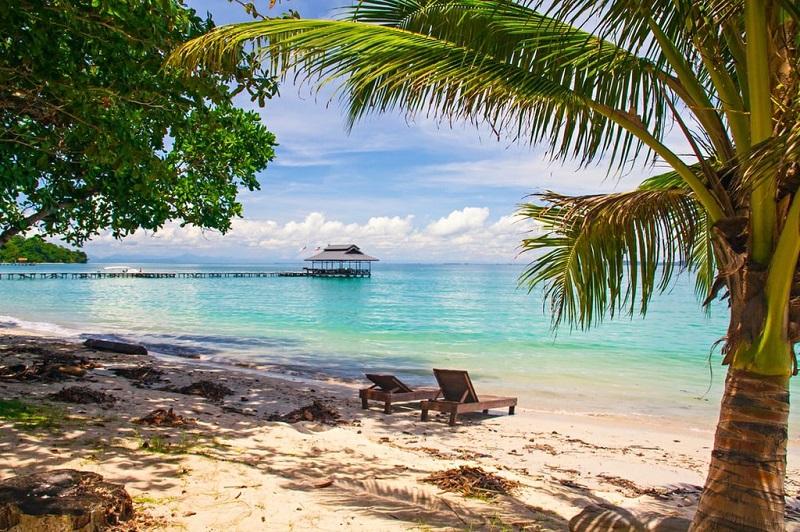 Bãi biển hẻo lánh ở Pulau Tiga