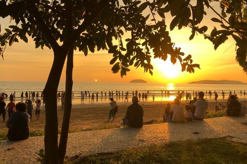 Bãi biển Tanjung Aru của Sabah là một địa điểm nổi tiếng để ngắm hoàng hôn
