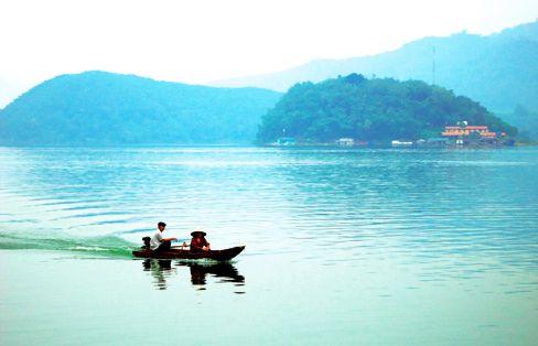 Sông Đà – thủy điện Hòa Bình; Cửa khẩu Pa Háng