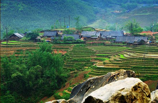 Giao lưu văn hóa, văn nghệ đốt lửa trại tại bản Tả Van Giáy.