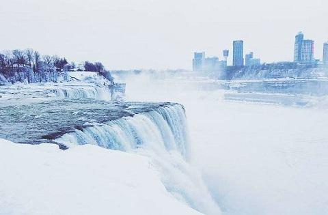 thác Niagara điểm du lịch nổi tiếng ở Canada mùa đông
