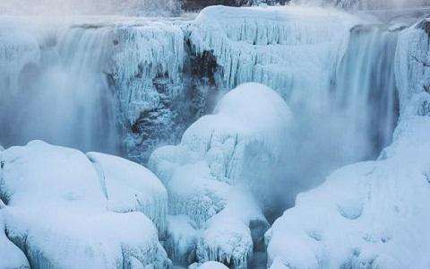 thác Niagara đóng băng trên bề mặt