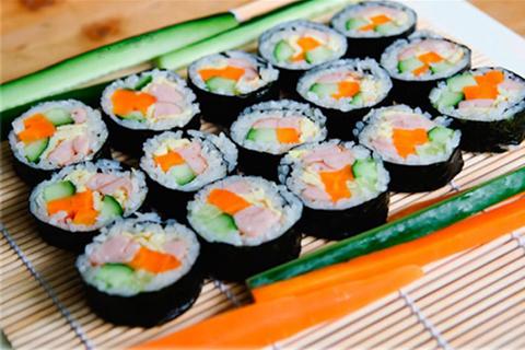 Kimbap là món ăn đặc trưng trong ẩm thực Hàn Quốc