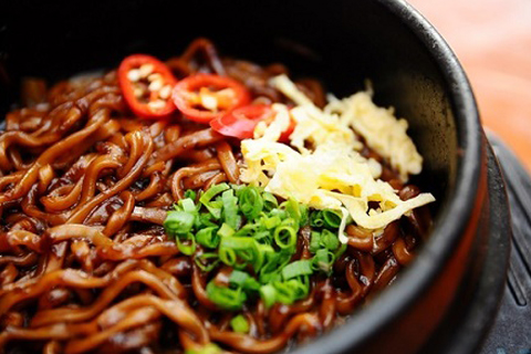 Mì tương đen trong ẩm thực Hàn Quốc