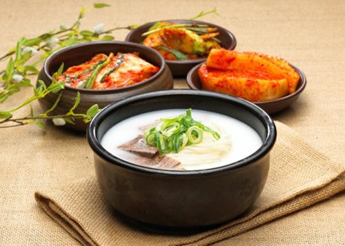 Mandu Han Quoc mon sup duoc du khach ua thich vao mua xuan