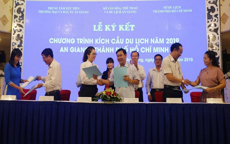 An Giang hợp tác du lịch TP HCM