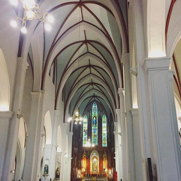 Bên trong nhà thờ lớn Hà Nội
