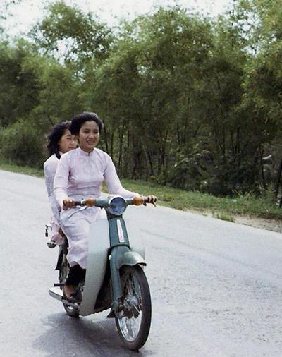 Phụ nữ Việt xưa trong tà áo dài12