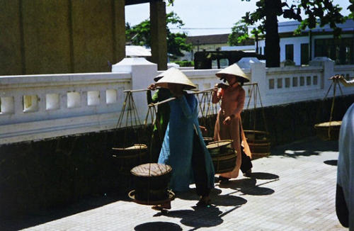 Phụ nữ Việt xưa trong tà áo dài13