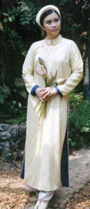 Phụ nữ Việt xưa trong tà áo dài2