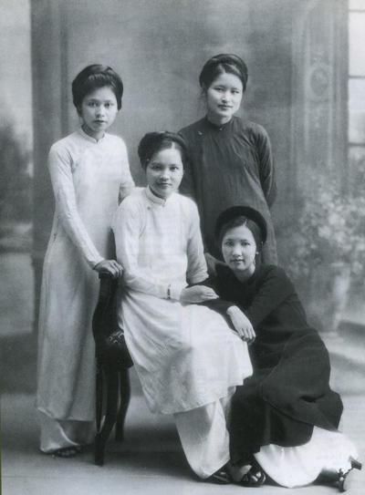 Phụ nữ Việt xưa trong tà áo dài3