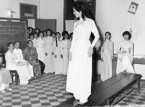 Phụ nữ Việt xưa trong tà áo dài8