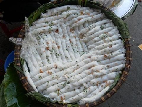 Thành phẩm là rổ bánh mướt nóng thơm lừng sau khi làm xong