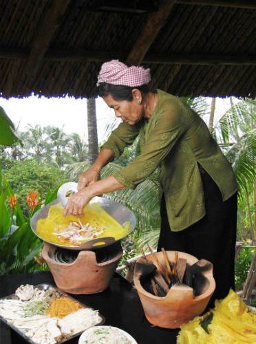 Den Ha Noi thuong thuc banh xeo mien Tay