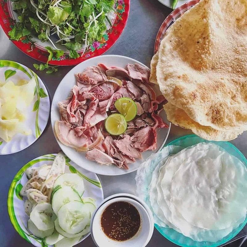Bê thui cầu Mống cũng là một món ăn đặc sắc ở Đà Nẵng mang hơi hướng vùng miền khác