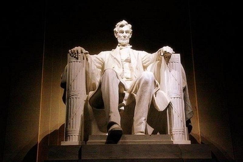 Tượng đài Lincoln có lỗi chính tả