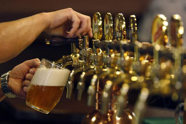 Du lịch vòng quanh thế giới qua những ly bia