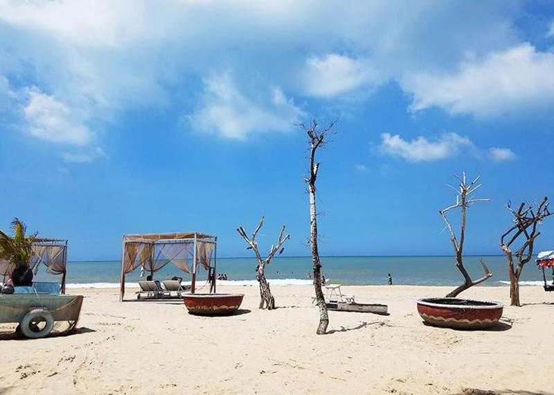 Hè rong chơi nơi bãi biển Cam Bình – Thị xã LaGi