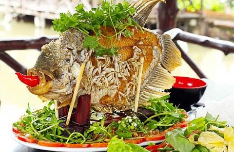 Món cá tai tượng chiên giòn được nhiều du khách mê hoặc bởi độ thơm ngon