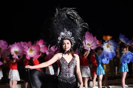 Những bóng hồng nóng bỏng tại Carnival Hạ Long