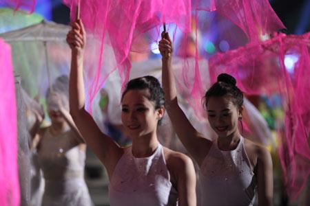 Những bóng hồng nóng bỏng tại Carnival Hạ Long8