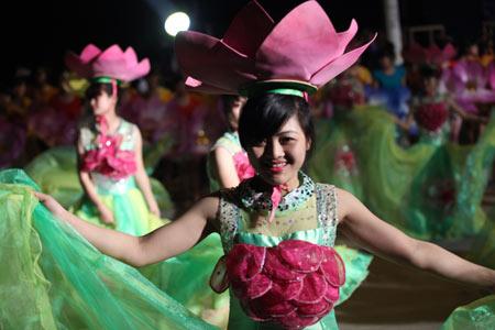 Những bóng hồng nóng bỏng tại Carnival Hạ Long9