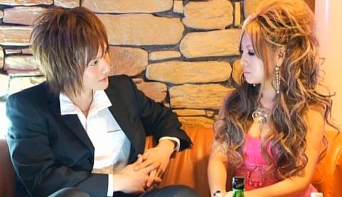 kyabakura, nơi một người đàn ông có thể trò chuyện và cụng ly với một cô gái xinh đẹp