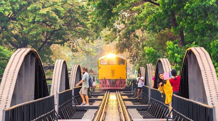 Cầu Kwai và tuyến đường sắt xuyên qua biên giới Thái Lan