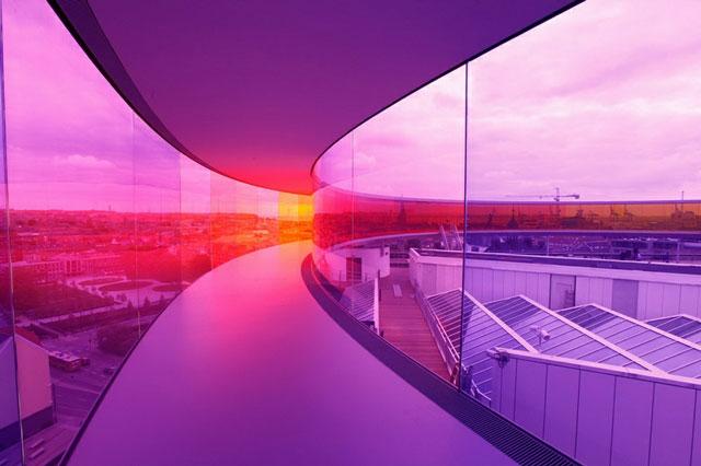 Đến Đan Mạch, đừng quên bước thử trên cầu cầu vồng!